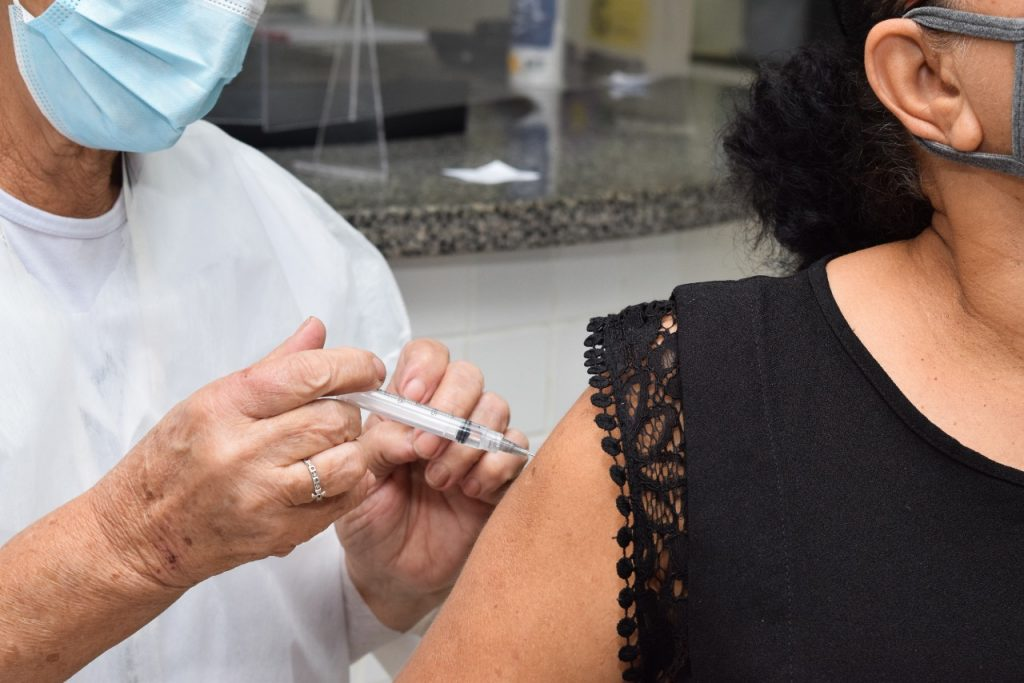 Covid 19: novo agendamento telefônico de vacina para pessoas de 60 a 79 anos